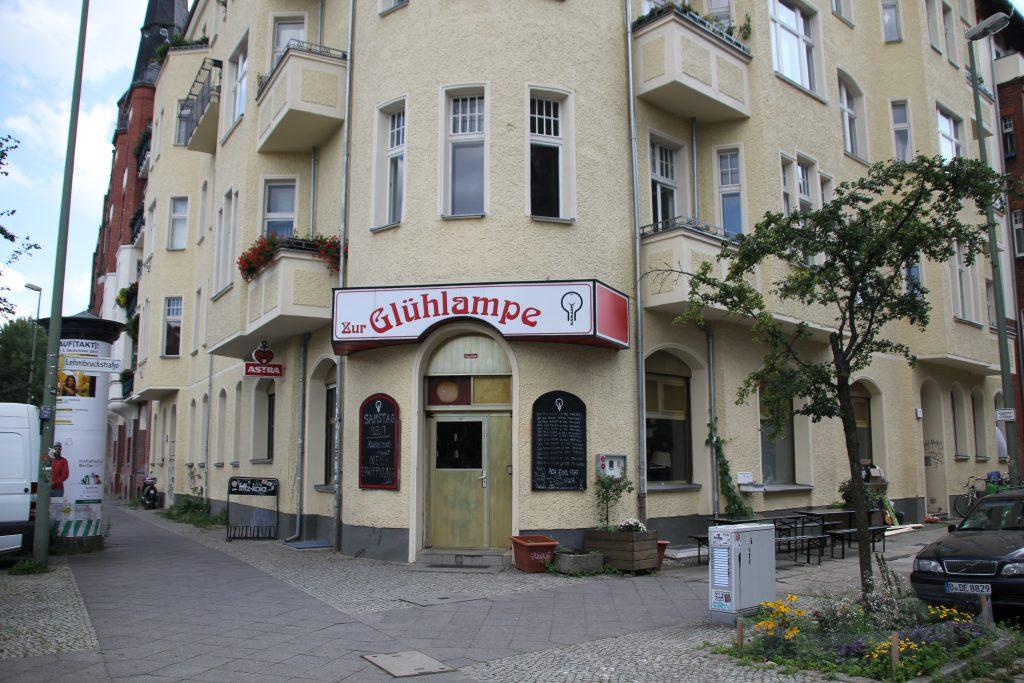 VEB Narva-Kombinat Rosa Luxemburg DDR Glühlampenwerk Osram. © Marie Dewitz, Kooperative Berlin.