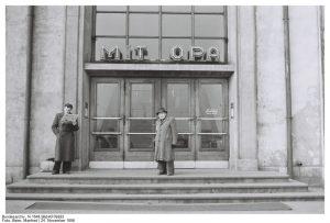 Mitropa Gaststätte im Magdeburger Hauptbahnhof (1956) (c) Bundesarchiv Bild-KF09283 / Fotograf Manfred Beier
