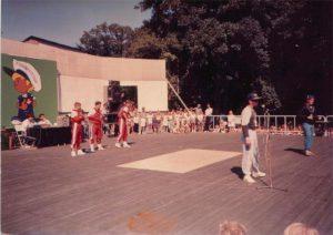 Breakdance Auftritt im Thälmann-Haus in Stralsund (ca. 1988) (c) Frank Salewski